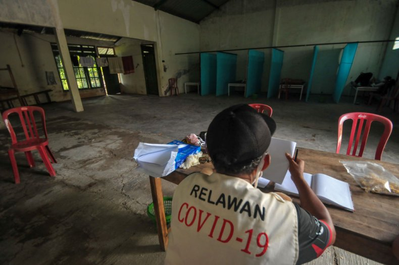 Anti-Maskers Ordered to Dig Graves for COVID-19 Victims in Indonesia 1