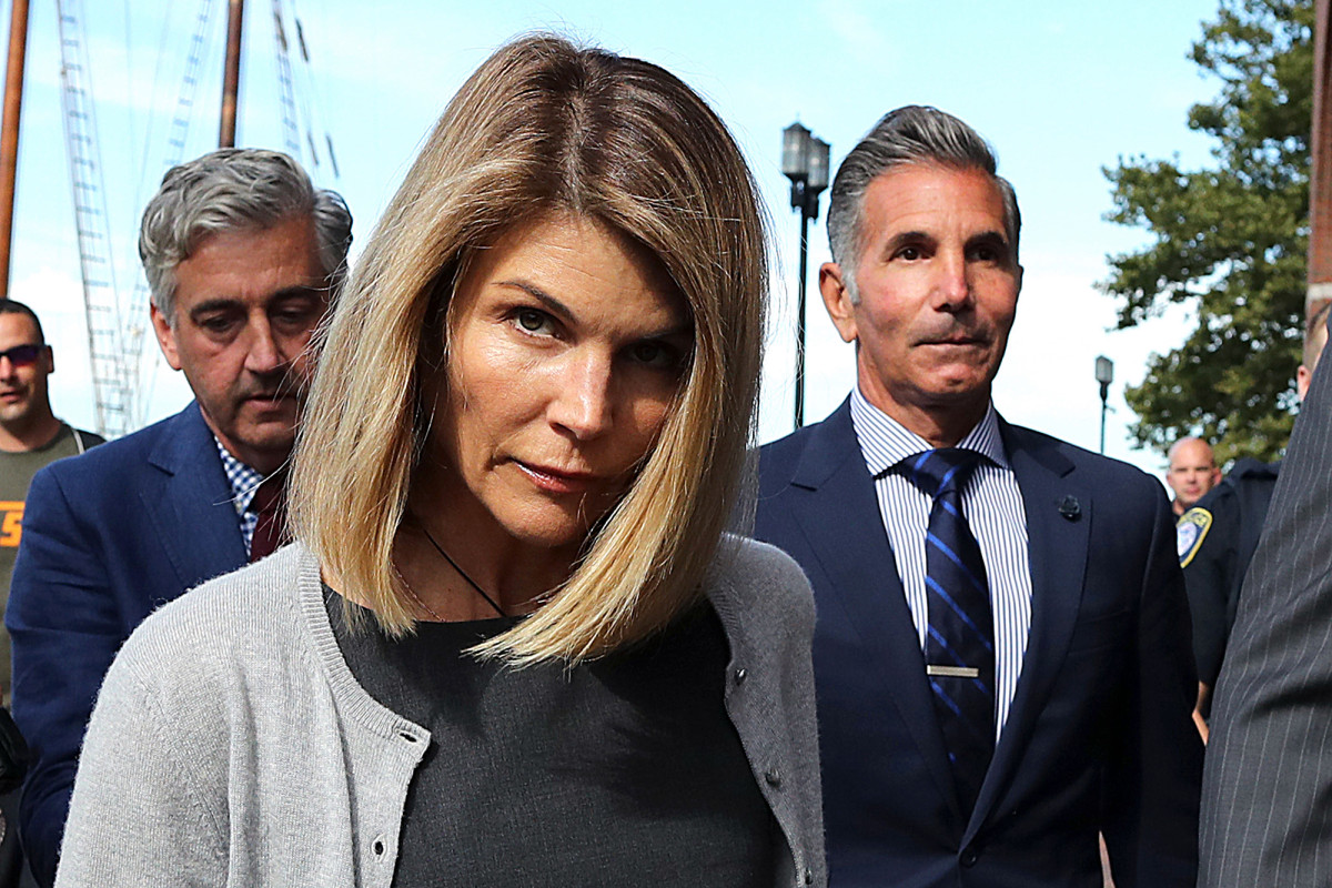 Lori Loughlin 'scared to death' of catching coronavirus in prison 1