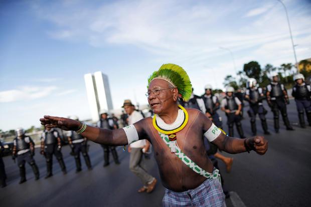 Iconic Amazon indigenous chief dies of coronavirus 1