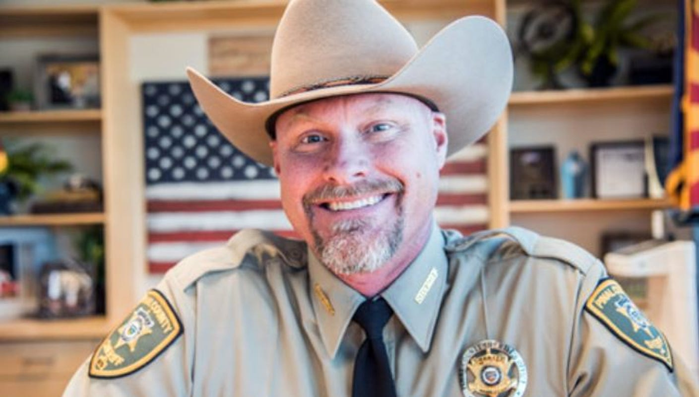 Arizona sheriff who vowed not to enforce stay-at-home orders tests positive for COVID-19 ahead of Trump meeting 1