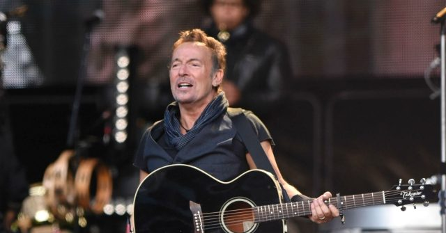 Bruce Springsteen Freaks Out on Trump in Coronavirus Rant: 'Put On a F**king Mask' 1