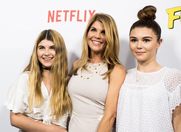 Lori Loughlin's real prison fear: Catching COVID-19, report says 1