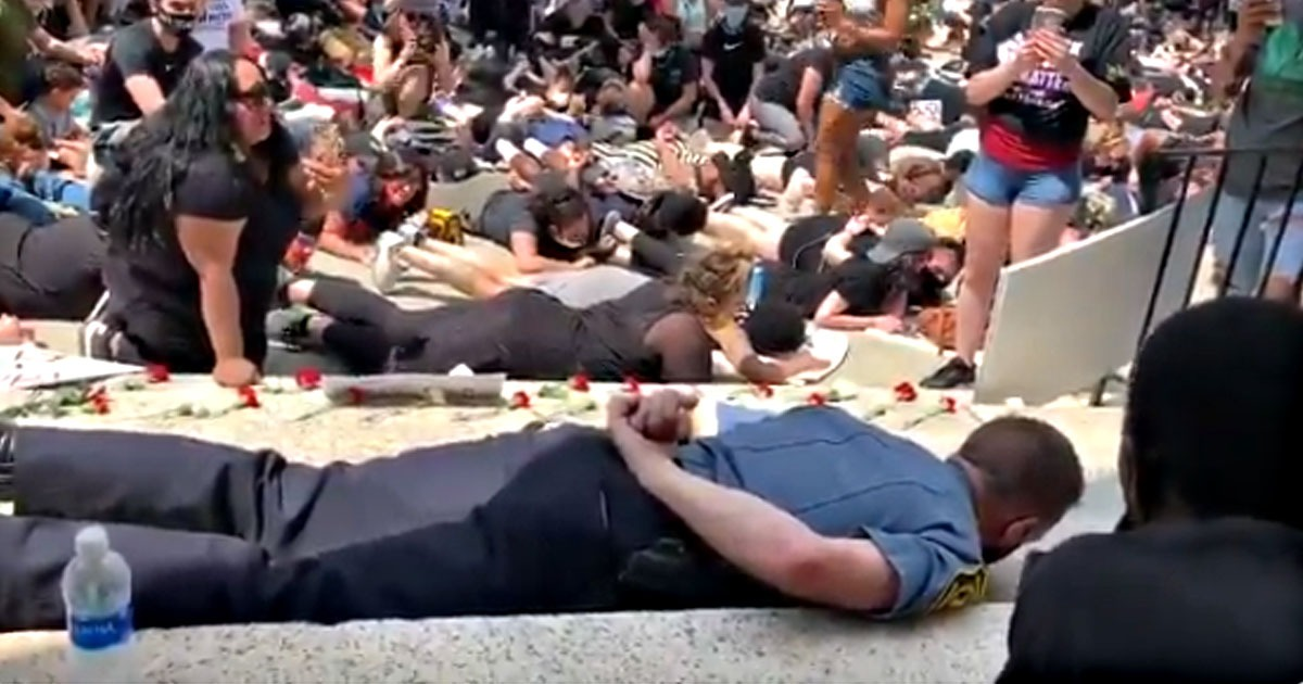 VIDEO: Police Chief Lies Down Face First in Solidarity with #BLM Protesters 1