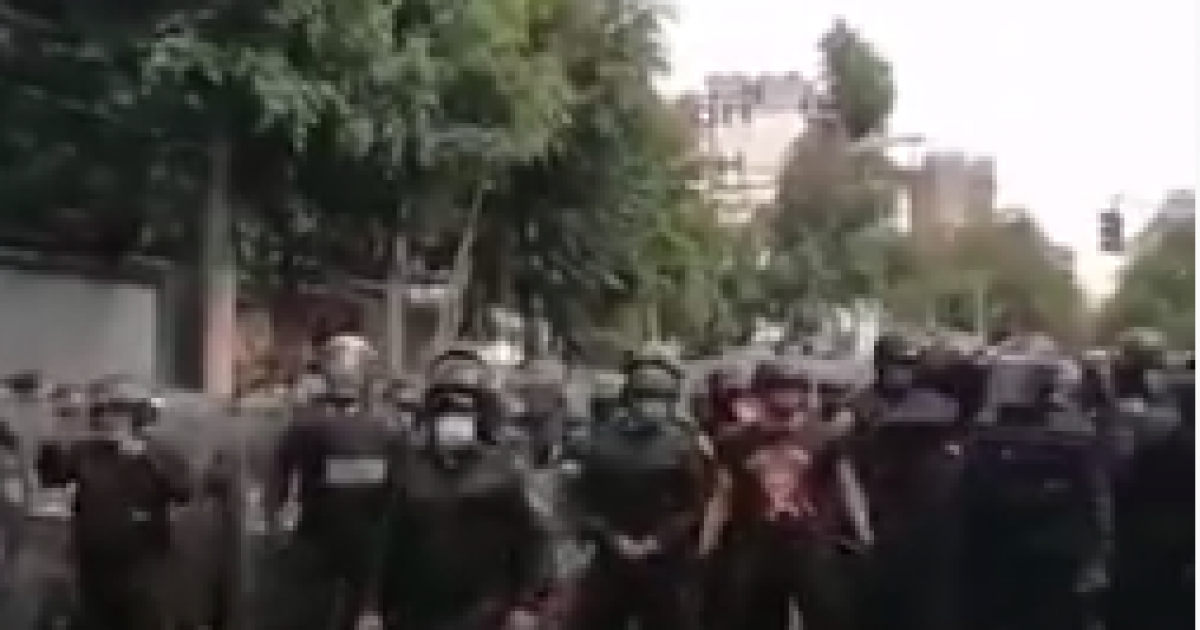Rioters Vandalize US Embassy in Mexico 1