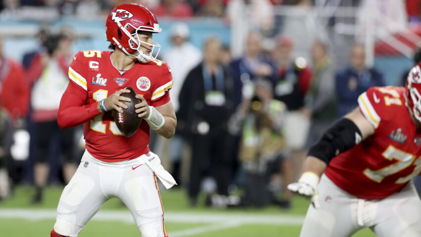 Patrick Mahomes, Russell Wilson, and other stars question NFL's coronavirus protocols 1