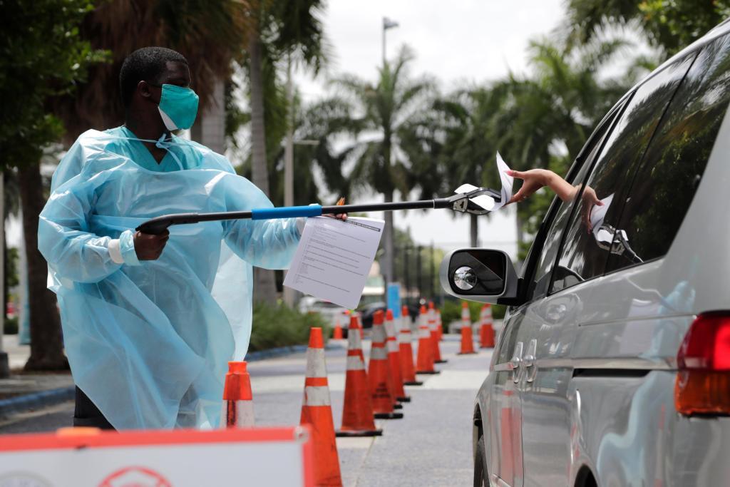 Second U.S. coronavirus surge hits plateau, but few experts celebrate 1