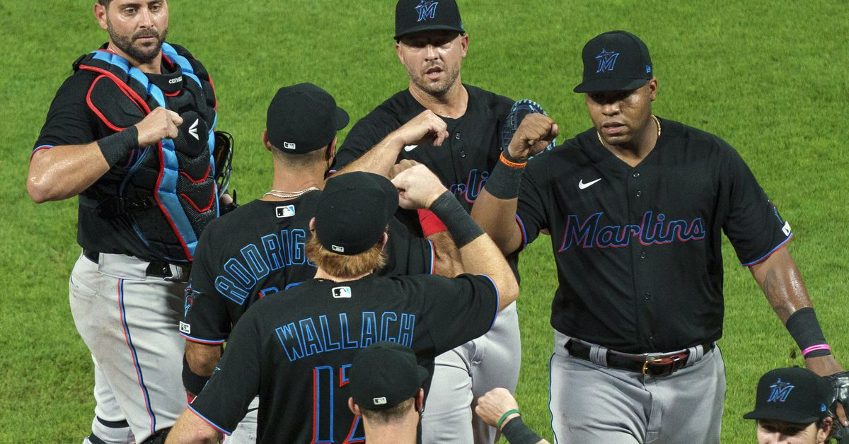 MLB temporarily suspends Marlins' 2020 season amid COVID-19 outbreak 1