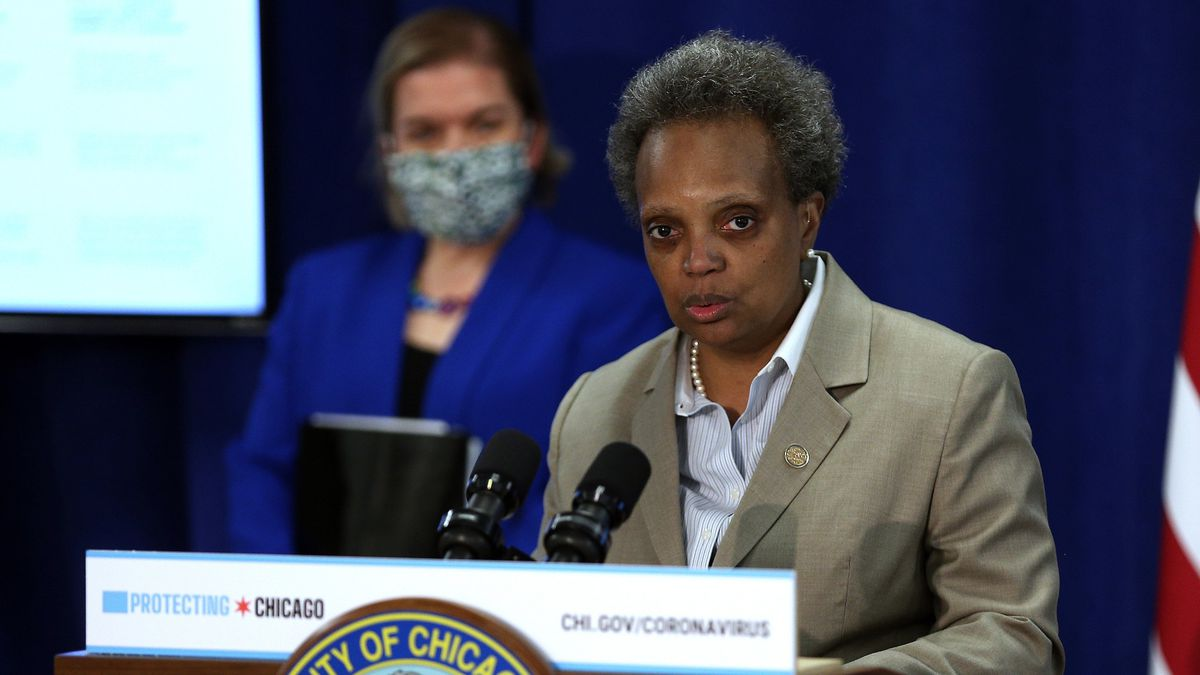Chicago 'on the precipice' of returning to tougher COVID-19 restrictions, Mayor Lori Lightfoot warns 1