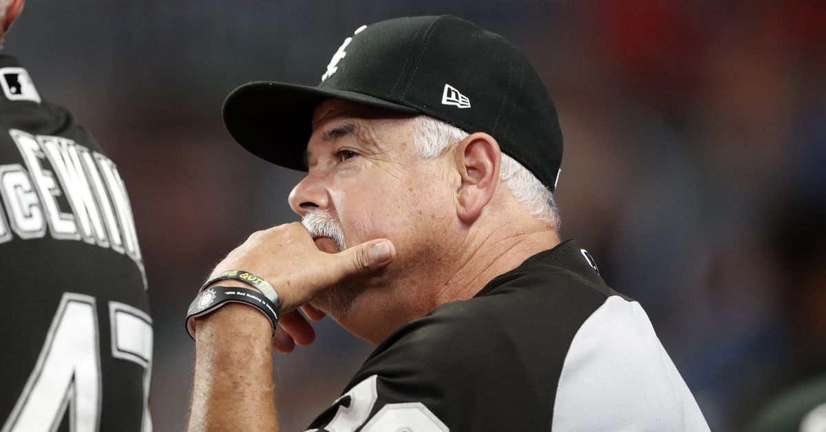 White Sox manager Rick Renteria with team for series opener in Cleveland 1