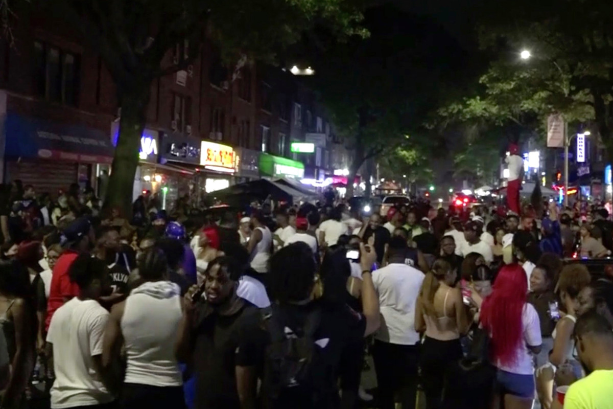 Wild video shows people flooding streets in Queens without masks 1
