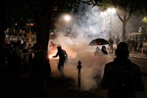 Oregon officials call for federal authorities to leave protests 1