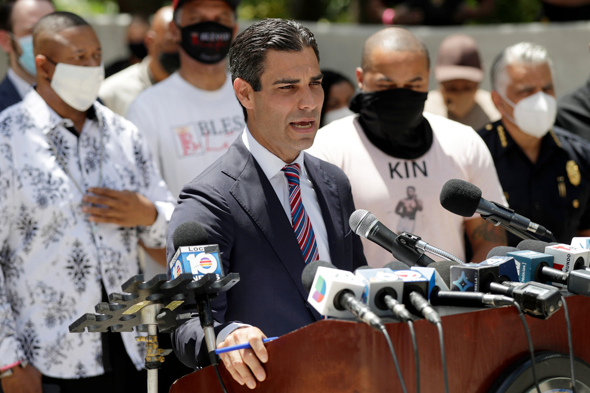 Miami mayor hopeful mask mandate, closing beaches will slow coronavirus cases 1