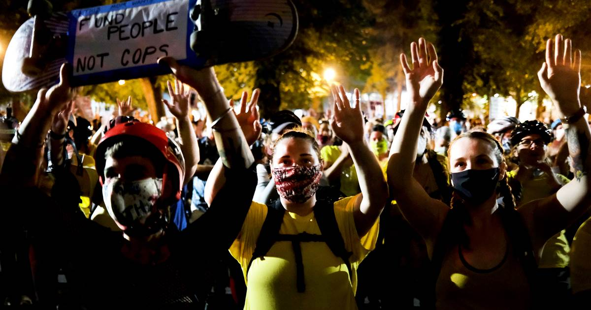 Portland protests peaceful after federal officers scale back presence 1