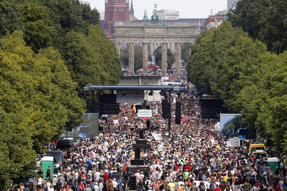 Thousands protest against coronavirus measures in Berlin 1