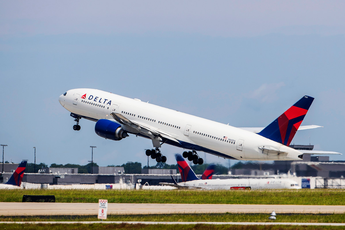 Delta flight forced to turn around after two passengers refused to wear masks 1