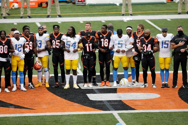 NFL teams, players take on racial injustice during openers 1