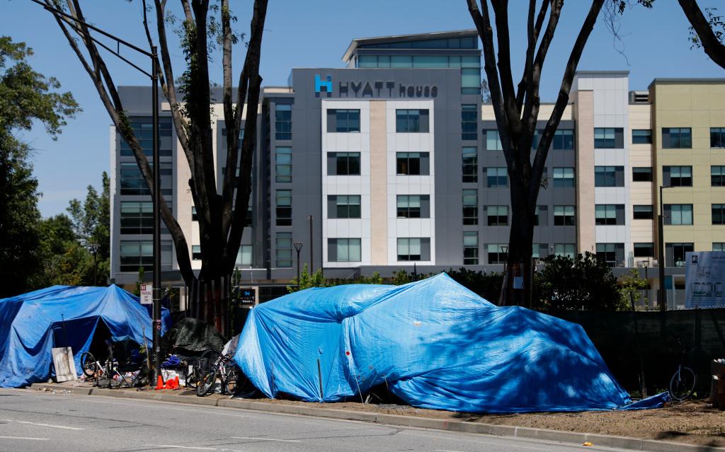Some Bay Area homeless sweeps continue, despite coronavirus moratorium 1