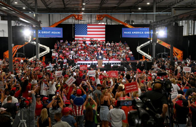 Trump's Nevada Rally Crowd Chants 'All Lives Matter' at BLM Protesters 1