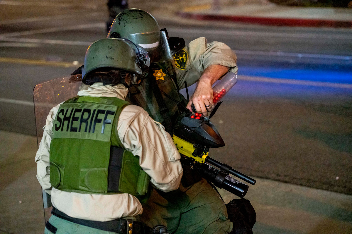 LA sheriffs fire non-lethal rounds to break up Dijon Kizzee protesters 1