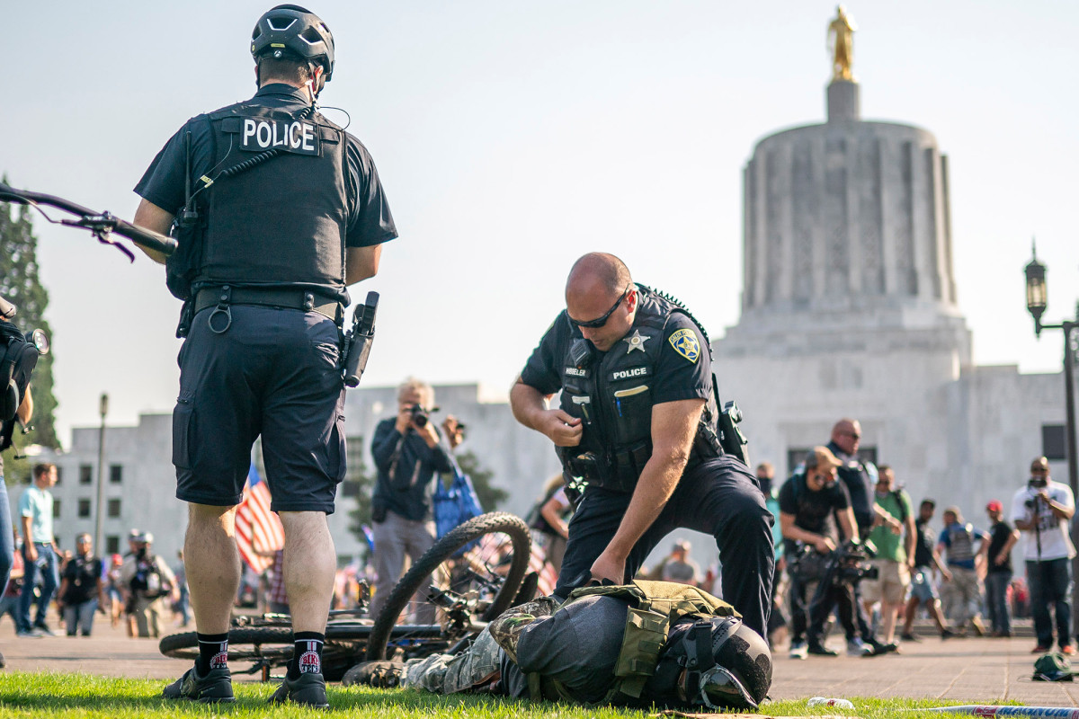 Two arrested in Oregon as Trump supporters, BLM protesters clash 1