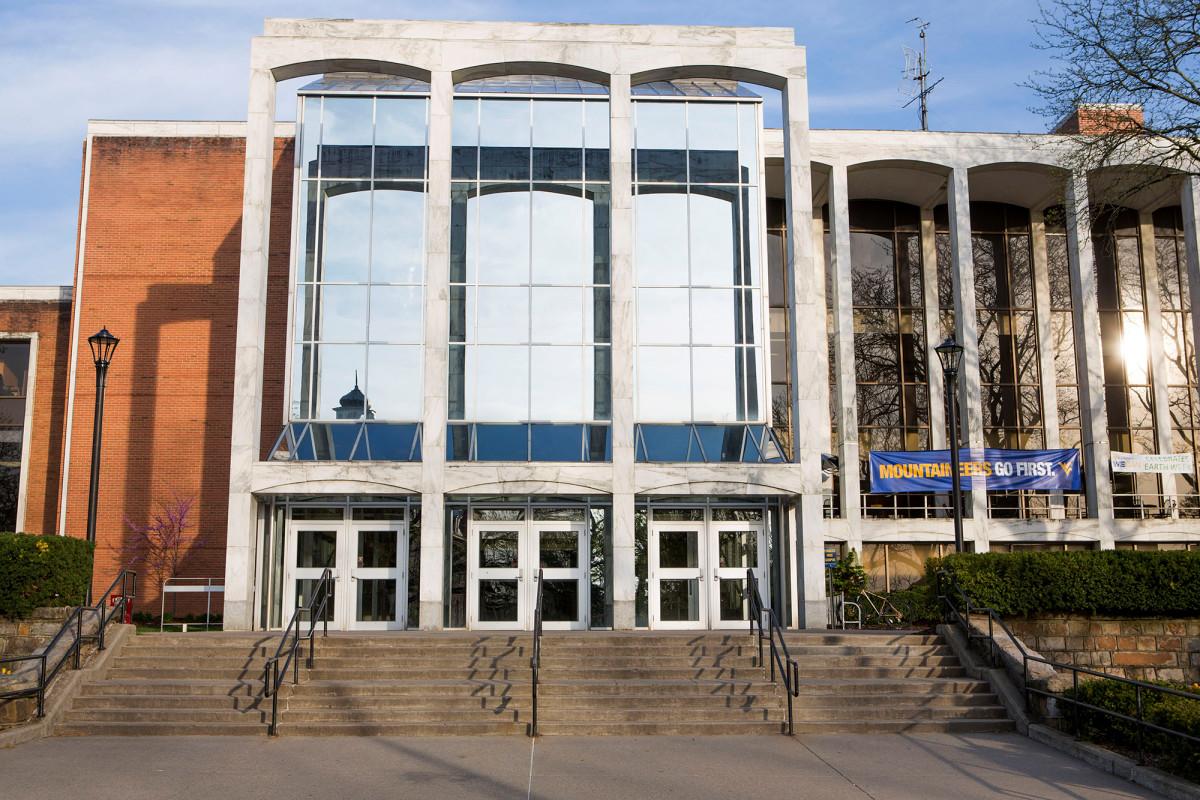 West Virginia University suspends in-person classes amid COVID-19 surge 1