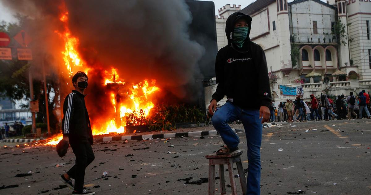 'Struggle for our children': Clashes erupt during protests against new Indonesia jobs law 1