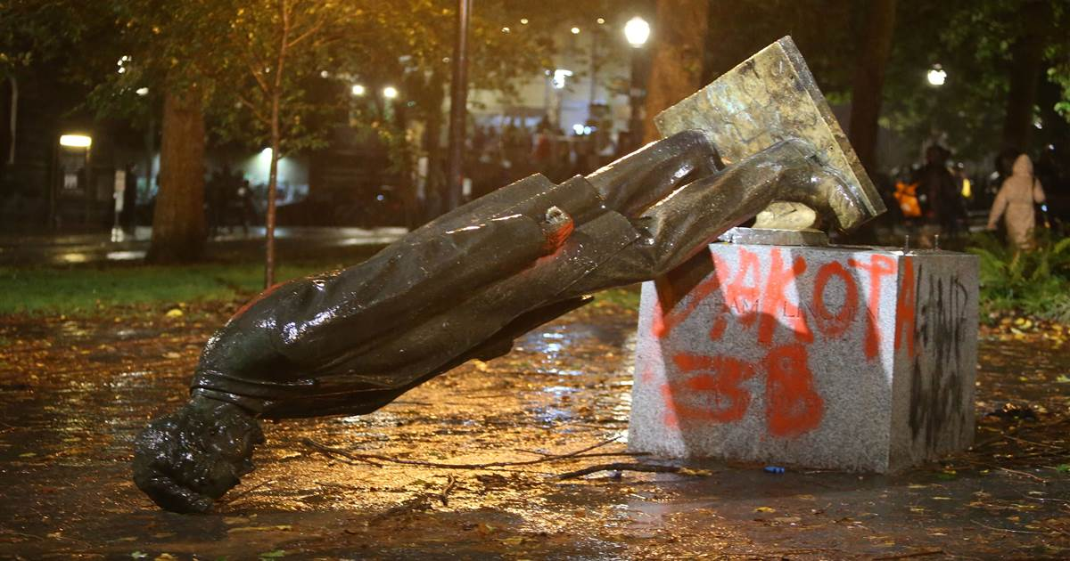 Protesters in Portland topple statues of Abraham Lincoln, Theodore Roosevelt 1
