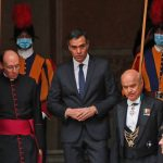 Pope and Spain's prime minister visit maskless at Vatican 10