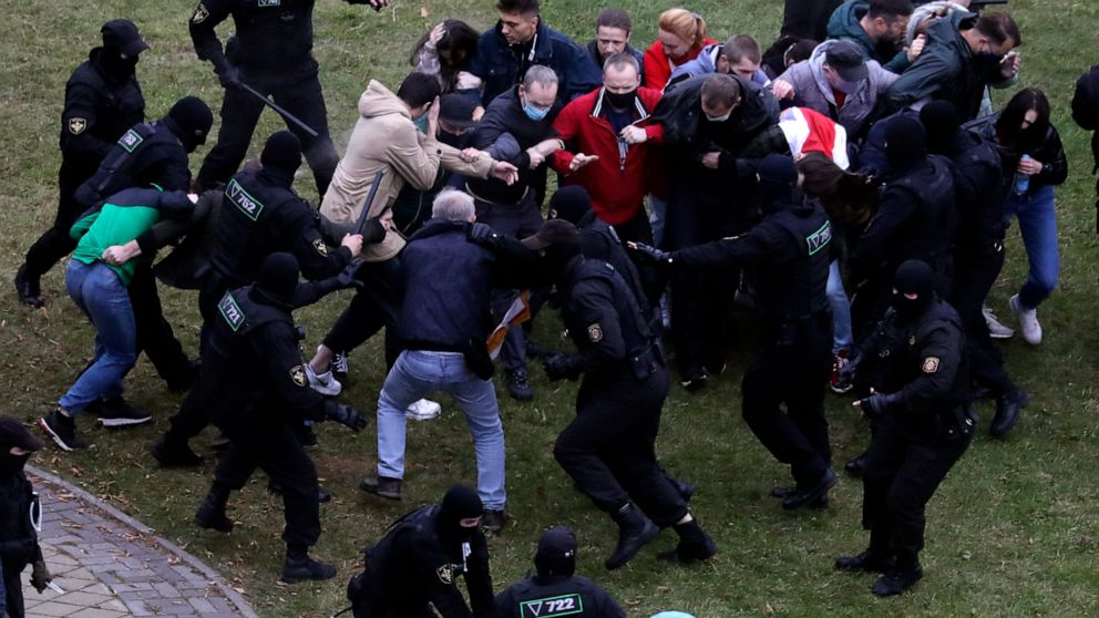 Rights group: Scores detained during protests in Belarus 1
