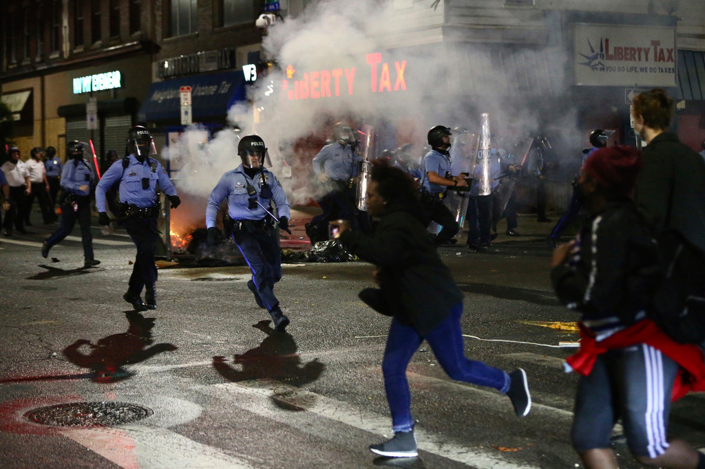 Philadelphia socialists share police scanner info to aid protesters, rioters 1