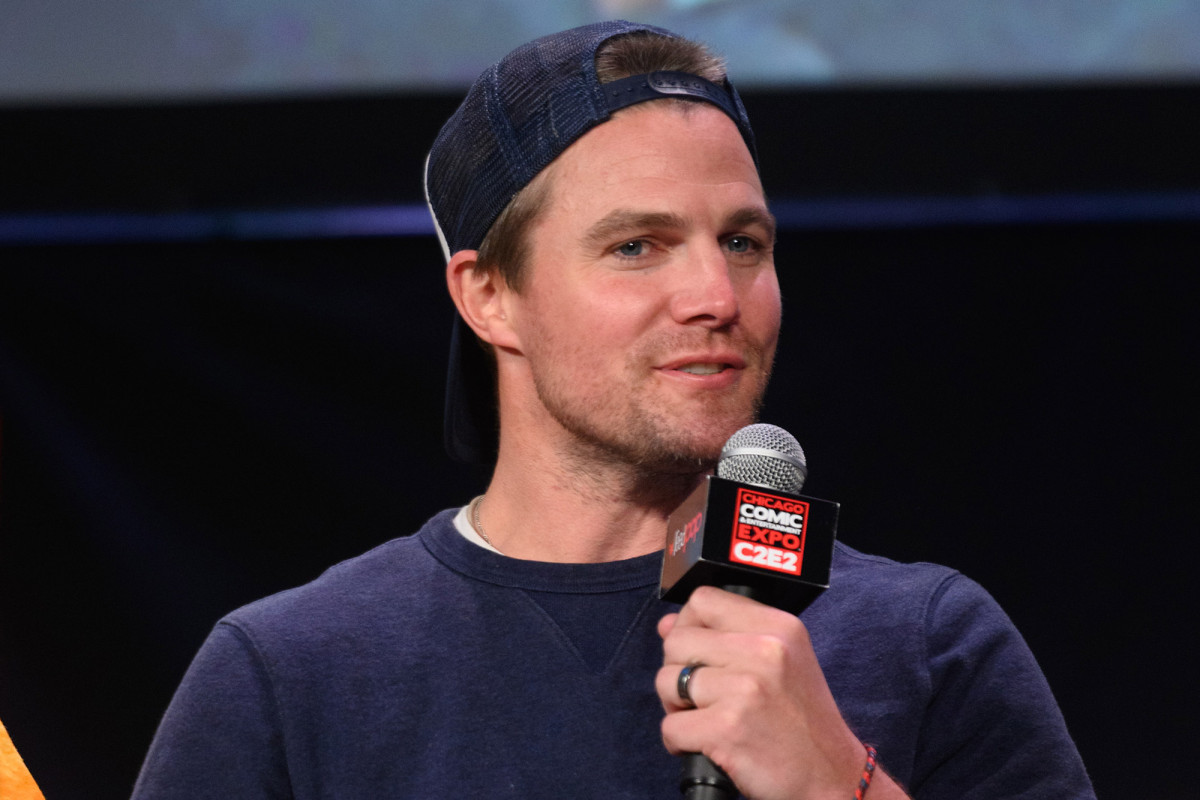 Stephen Amell reveals he tested positive for COVID-19 1