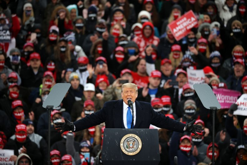 Republican Senators Deb Fischer and Joni Ernst Seen at Trump Rally Without Masks 1