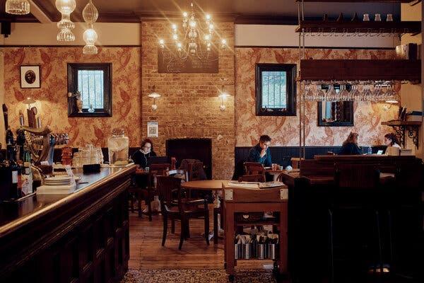 Uneasy Under Coronavirus Lockdown, Pubs in England Count Days Till Christmas 1
