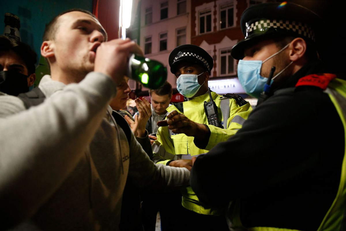 Londoners swarm pubs for one last, pre-lockdown drink 'to enjoy a bit of freedom before it's over for months' 1