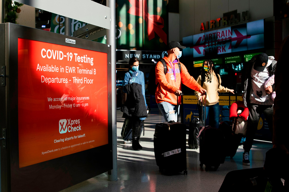 Thanksgiving air travel takes off despite rising COVID-19 cases, CDC warning 1