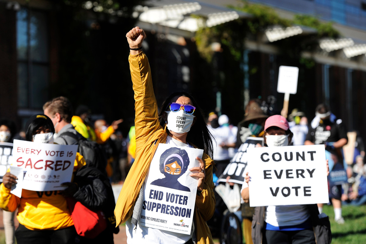 'Count Every Vote' protest erupts in Philadelphia as PA remains undecided 1