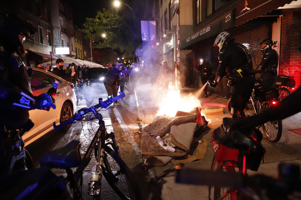 Police, protesters clash in NYC as demonstration turns chaotic 1