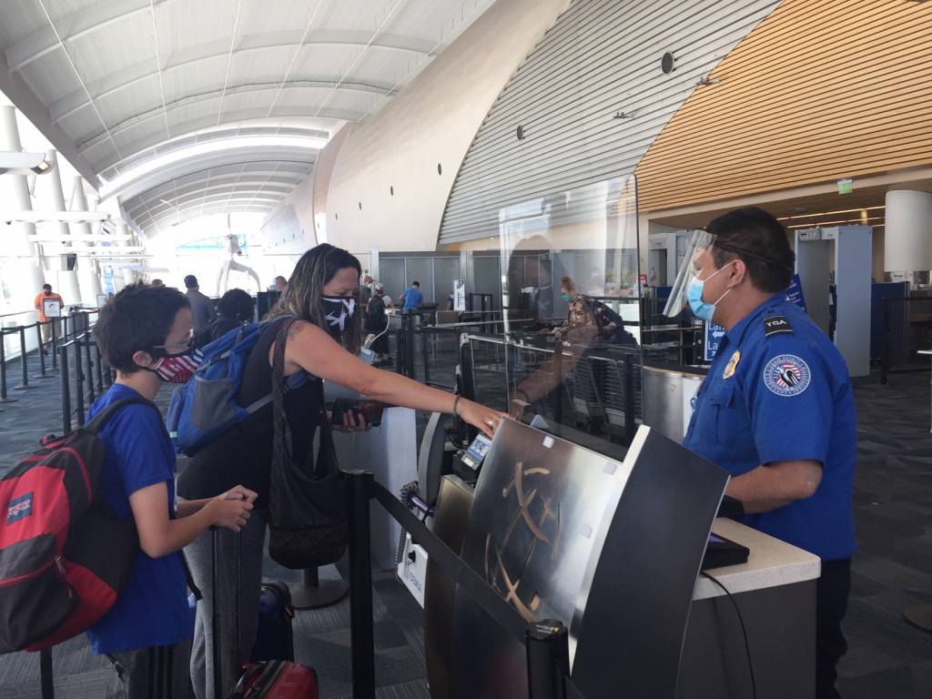 Bay Area health officers consider quarantine recommendations for holiday travelers 1