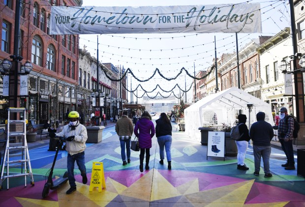 Black Friday 2020 in Denver: tourists, missing Santa and COVID-19 capacity limits 1