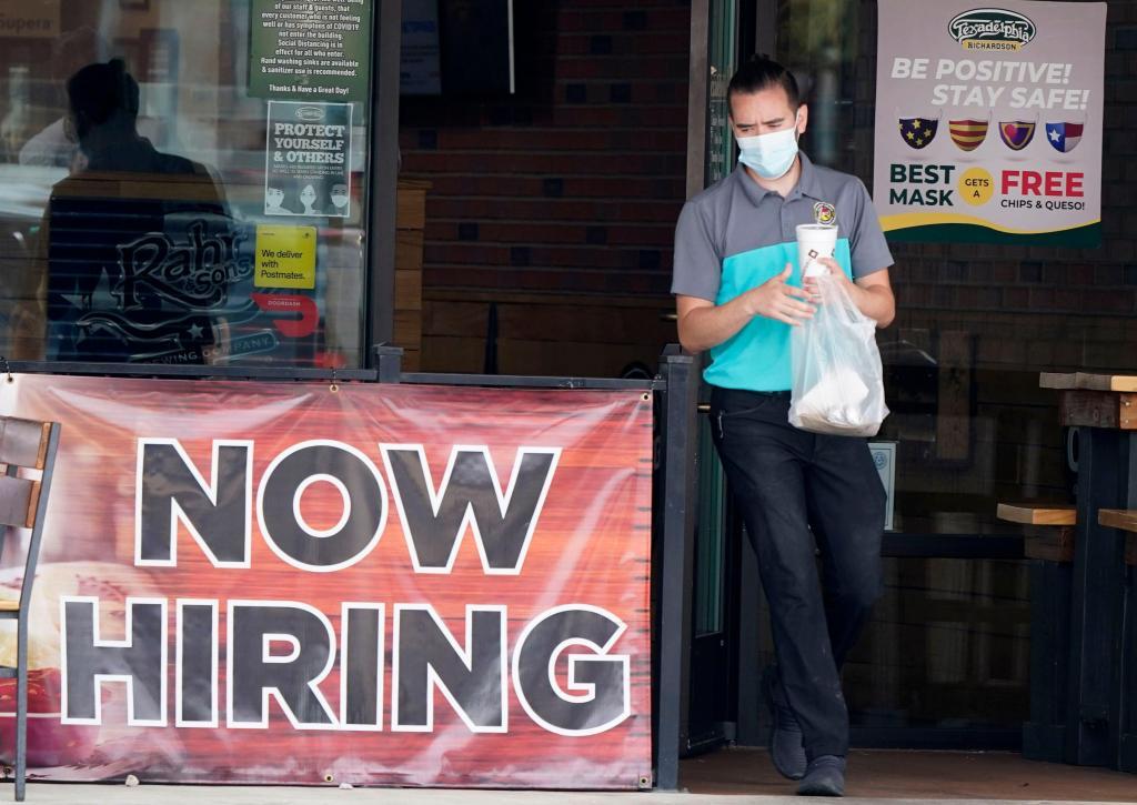 751,000 seek U.S. unemployment benefits as coronavirus hobbles economy 1