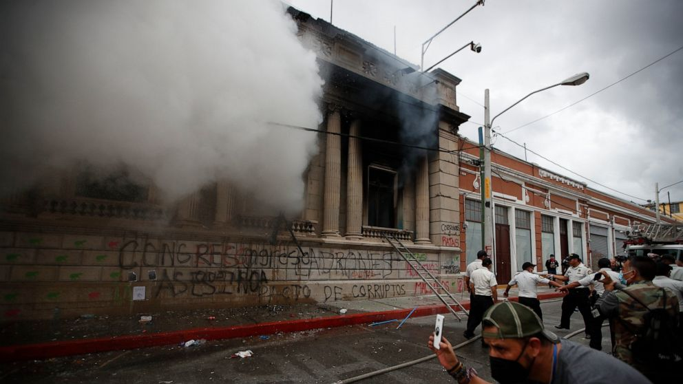 Protesters burn part of Guatemala's Congress building 1
