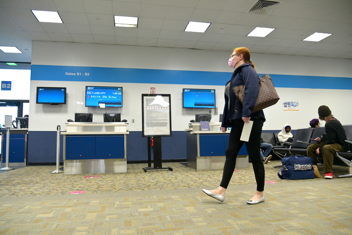 More Americans are tabling their Thanksgiving travel plans amid COVID-19 1