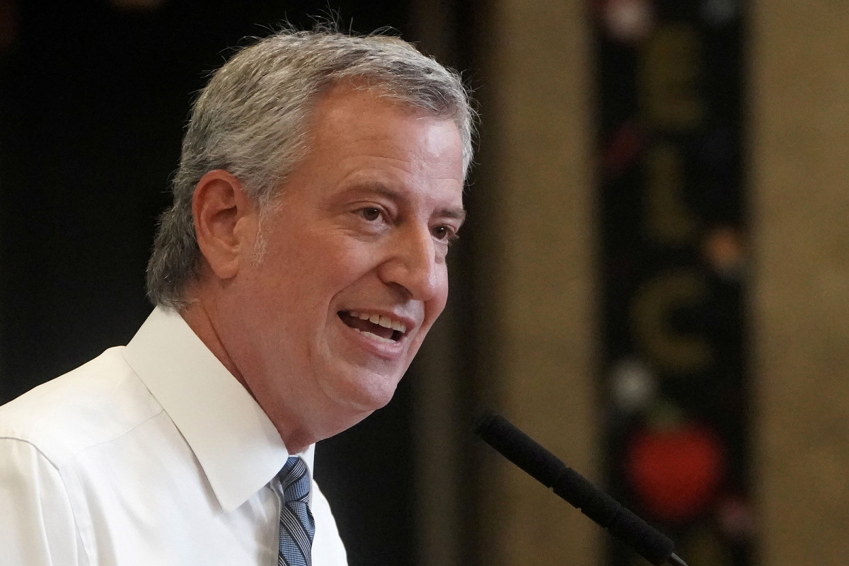 De Blasio warns schools will shut down completely if NYC hits COVID-19 threshold 1