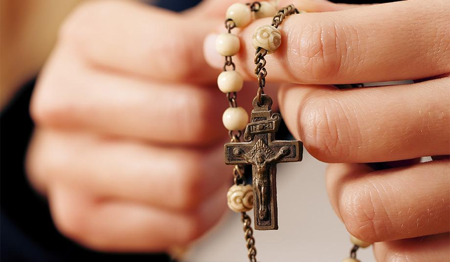 Priest calls police on mother of 11 praying in empty church without a mask 1