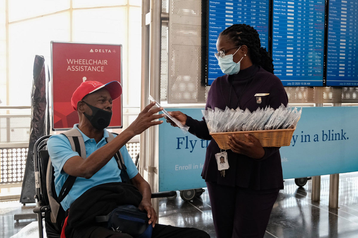 Nearly 550 people banned from Delta flights for not wearing masks 1