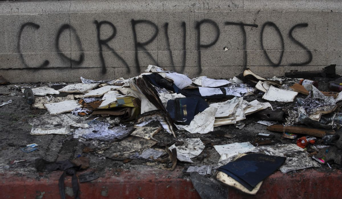 Guatemala condemns fire at Congress; 12 injured in protests 1