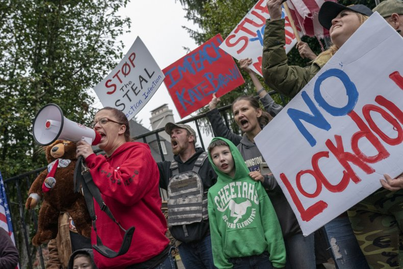 Hundreds of Anti-Lockdown Protesters Gather for Thanksgiving Meal at Oregon State Capitol 1