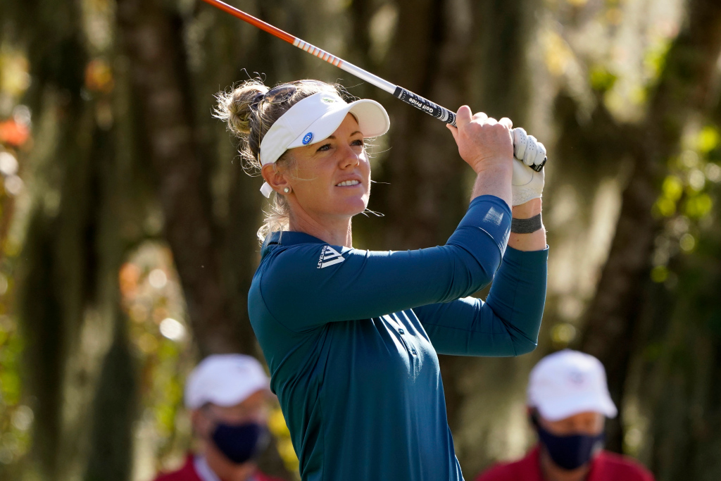 Amy Olson comes up aces and takes 1-shot lead in Women's Open 1