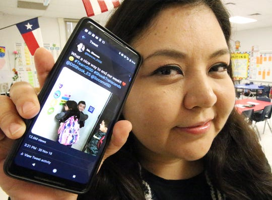 Texas teacher who posted social media video in 2018 that showed students' kindness dies of COVID-19 1