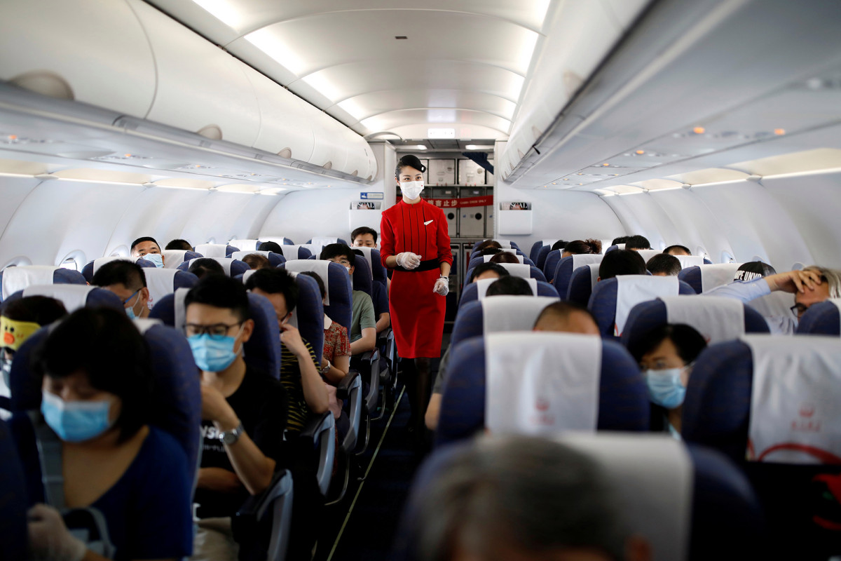 Chinese flight attendants told to wear diapers to avoid COVID-19 1